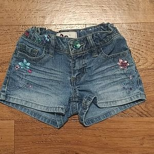 Gently used shorts w flowers on sides by SO
